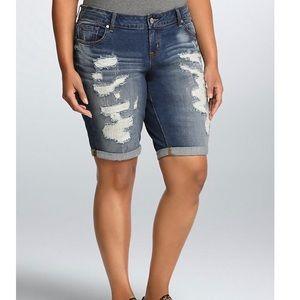 🌻Torrid boyfriend bermuda jean shorts size 18🌻